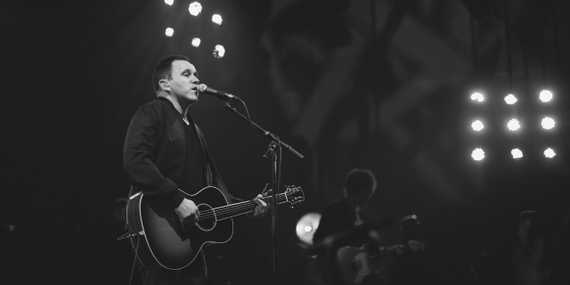 matt-redman-worshipping