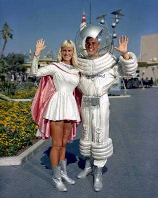 tomorrowland-astronauts