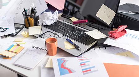 messy-desk-23983
